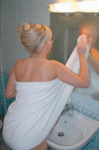 blondinki-v-dushe-foto-video